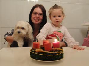 první svíčka - bylo dost těžký Pavlínce vysvětlit, že se nesfukuje jako na dortu :o)