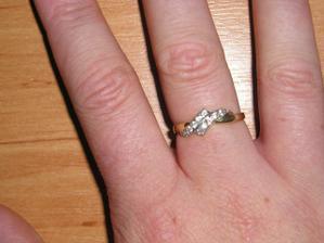 tak tenhle prstýnek je zásnubní