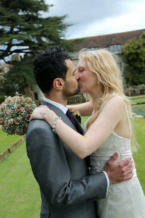 Laura Tomlin{{_AND_}}Vish Skinner - wedding snog