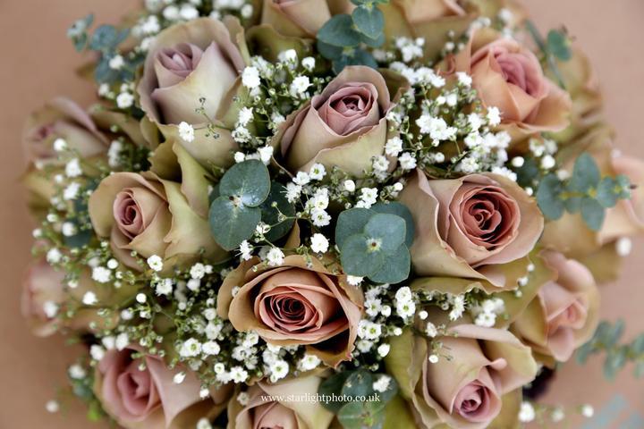 Laura Tomlin{{_AND_}}Vish Skinner - My bouquet