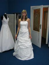 první zkoušení šatů