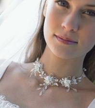 krásný náhrdelník i líčení