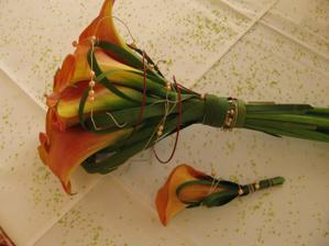 svatební kytice a ženichova korsáž