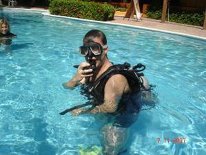 miláček si udělal potápěčský kurz-tady trénuje
