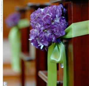 Purple Wedding Dreams..:o) - Na lavicky v kostole postaci jednoducha dekoracia- uz len vybrat kvietky..