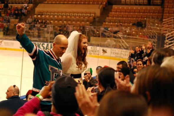 GÓÓÓÓÓÓÓÓÓÓÓÓL ..... alebo.... Aj ženy milujú hokej :) - Obrázok č. 40