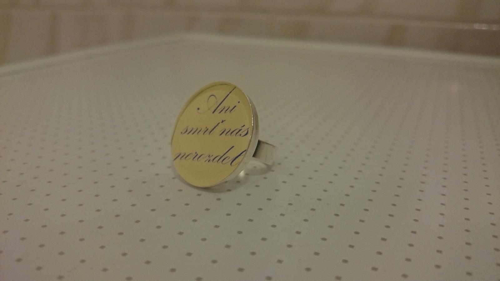 Nase pripravy :)) - prstienok...text mal moj drahy v plane dat uz na snubak ale nevoslo sa tak sme to vymysleli takto :-)