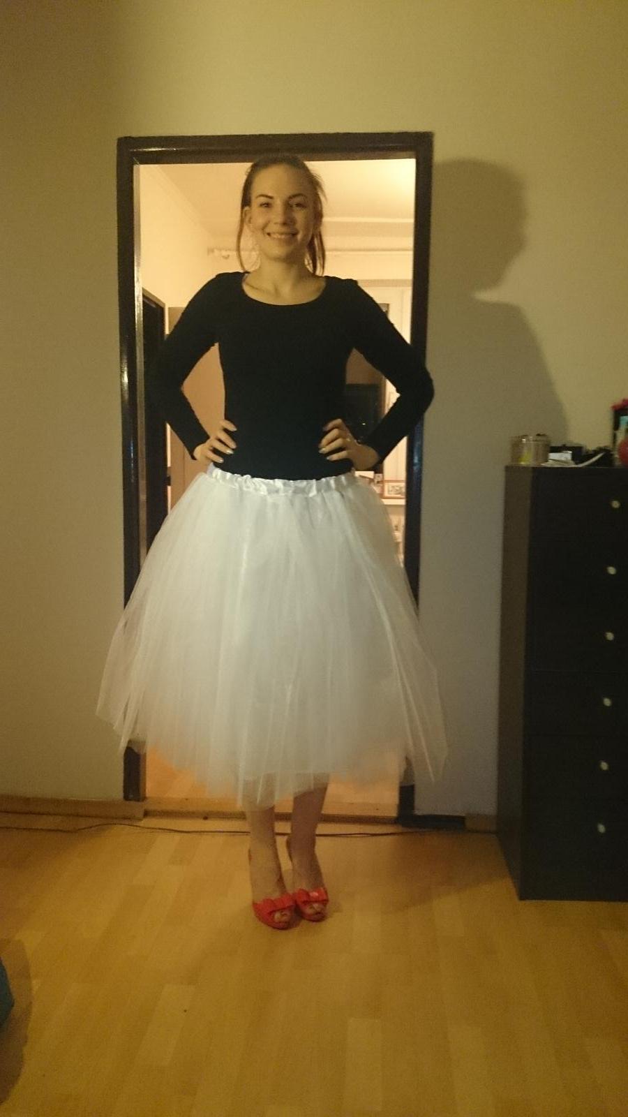 Nase pripravy :)) - popolnocna suknicka už len nejaky vrch k tomu :-)