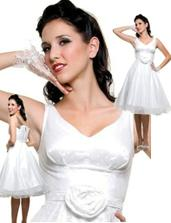 Puntíkované šaty ve stylu 50s =  $170 = 3083 Kč (bez krinolíny a rukaviček - lze je dokoupit v tomtéž obchodě)