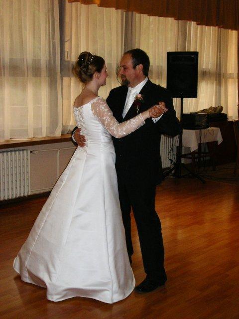 Júlia Czaková{{_AND_}}Peter Jaňák - prvý tanec
