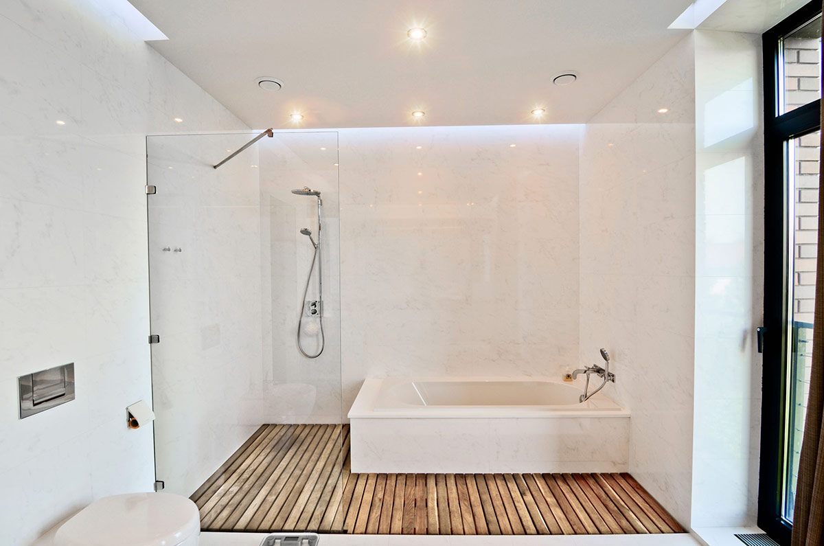 Kameň a drevo patria do kúpeľne... - Obrázok č. 70