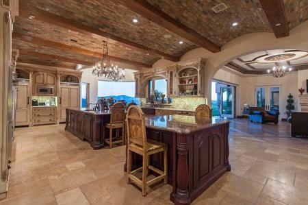Rustikàlna kuchyňa, to je teplo domova - ten strop !!