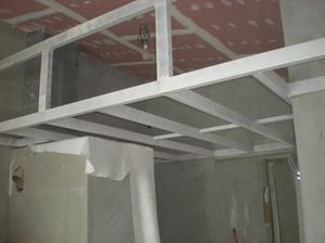 tak a toto je naša galéria :-),nebola plánovana ale využijeme vysoký strop-ako odkladací priestor