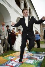 ..a ještě jsme si zkusili, jestli ženich skáče, když nevěsta píská