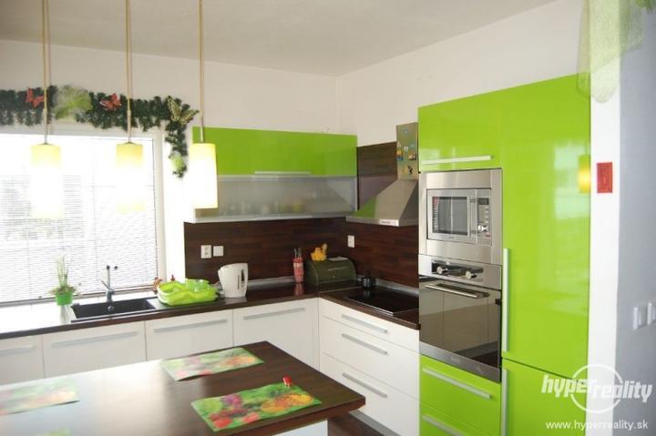 Zelená, kam sa pozrieš - stále decentne a vkusne - Obrázok č. 80