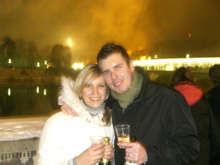 ...koniec 93-mesačného randenia - To sme my dvaja...pripijame na nádherný svadobný rok 2008 (Two of us..toast to beautiful wedding year)