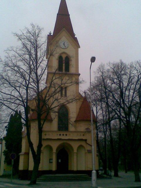 ...koniec 93-mesačného randenia - Kostolik evanjelickej cirkvi a. v. v Piešťanoch (Church)