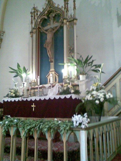...koniec 93-mesačného randenia - Oltár u nás v kostole..