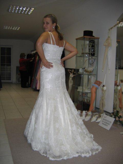 ...koniec 93-mesačného randenia - Prvé šaty aké som si vôbec skúšala...(first time trying dress)