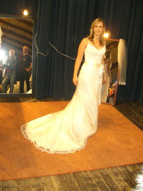 ...koniec 93-mesačného randenia - Na svadobnom veltrhu bolo rušno a vyskúšala som si aj Kiri (On wedding fair..tried these)
