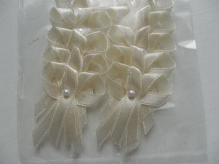 ...koniec 93-mesačného randenia - pierka pre všetkých svadobčanov..(wedding ribbon for guests)