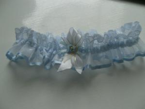 Modrý podväzok bol darom od mojej sestričky...(wedding garter was gift from my sis)