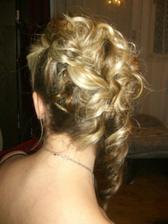 mala som akoby trikrát toľko vlasov ako bežne...zázračné ruky kaderníčky :-) (having three times as much of hair than usually)