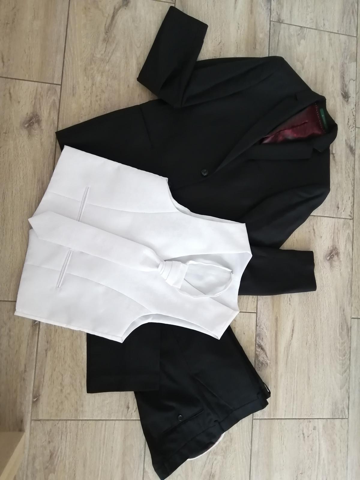 Čierny SLIM svadobný oblek +vesta +kravata - Obrázok č. 1