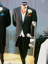 moj ženích bude oblečený asi takto, ibaže bude mať klasické krátke sako