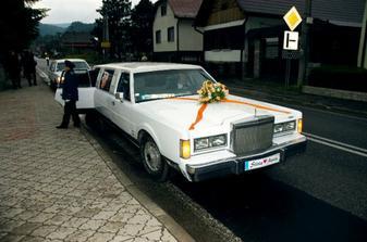 Mali sme 2 limuzíny, jednu pre nás a druhú pre rodičov