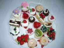 ovocné koše a bezé dortíčky