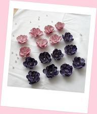 Růžičky nabarveny a dozdobeny.