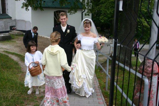 Martina Žilliková{{_AND_}}Radovan Šoltés - Pred kostolom6