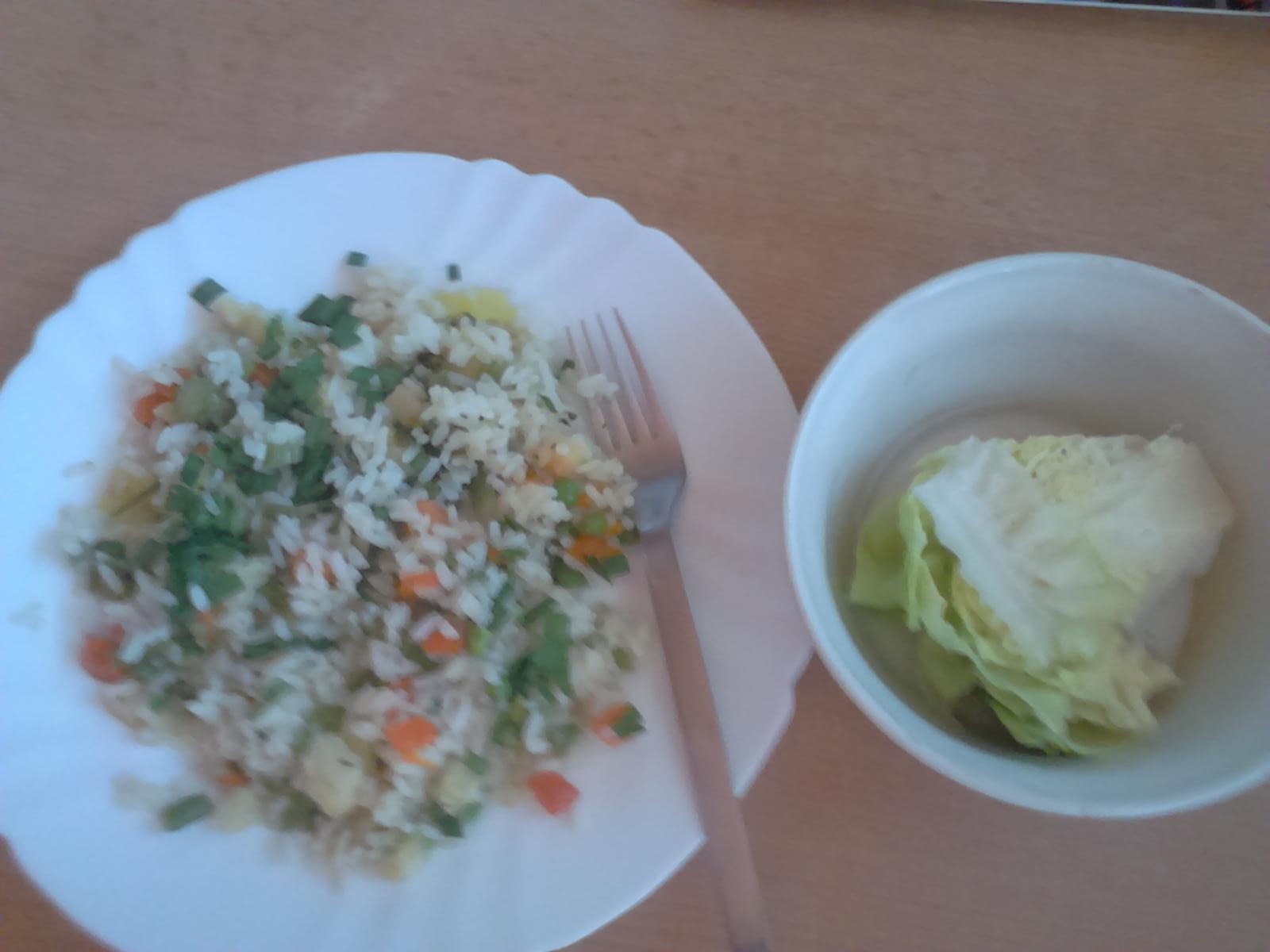 Ideme do boja - Obed - ryža parboiled so zeleninou a šalatik