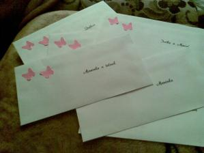 Trošku upravené obálky s oznámeními