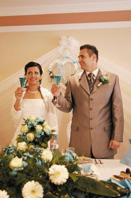 Alenka Homzova{{_AND_}}Peter Vadasz - Slavnostny pripitok so svadobnymi hostami