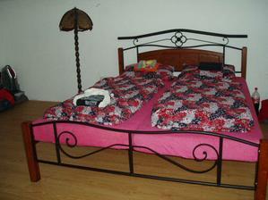 už máme i postel v ložnici :-)))