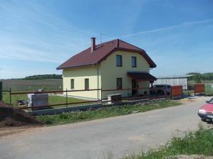 Přední plot - květen 2011