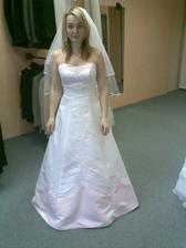šaty, které mi mamka nakonec zatrhla