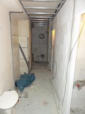 Den 12 - nejake kabely pod stropem natahane...