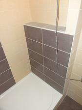 Den 24 - koupelna uz vysparovana - prizdivka - policka ve sprse