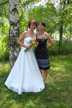 kamarádka Lenka, taky naše vizážista - nachystala nám krásnou svat. tabuli