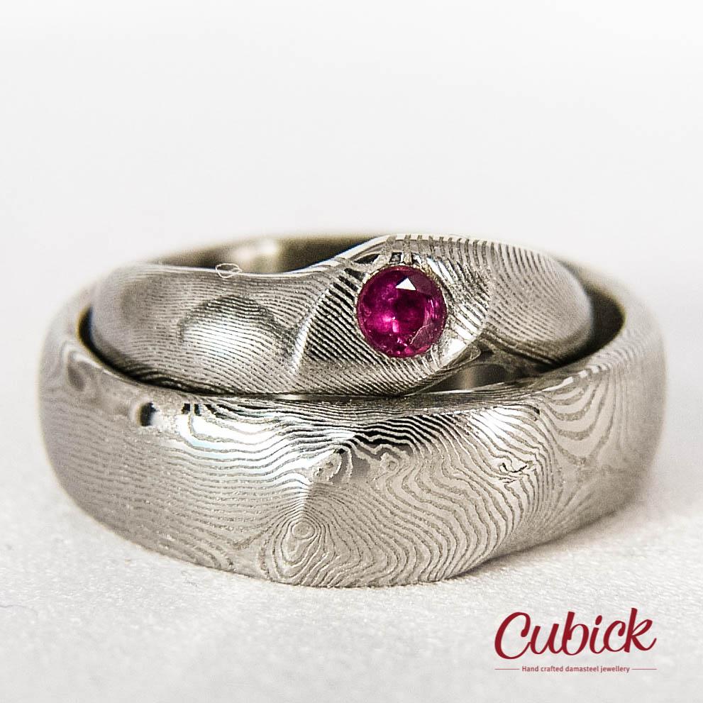 v našem ateliéru koveme šperky jen z nejkvalitnější oceli a na všechny  šperky poskytujeme doživotní záruku a servis emoticon ca7db4b1e8