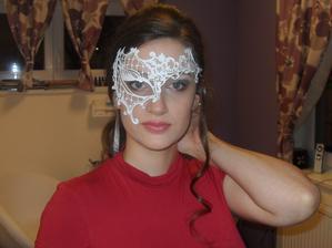 Maska místo závoje