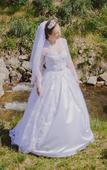 Čipkované ručne šité svadobné šaty, 38