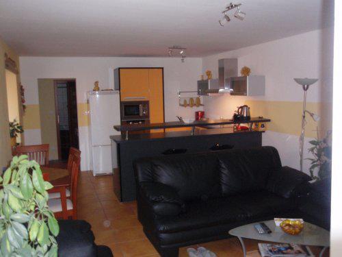 Prerábame - obyvacka, jedáleň a kuchyňa v jednom:) pohľad od maminkinej izby