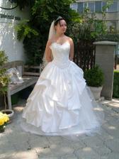 moje svatební šaty :o) teda kvůly mě se musejí krátit