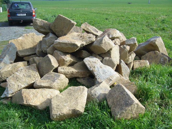 Stavíme zídku - Kameny by už byly