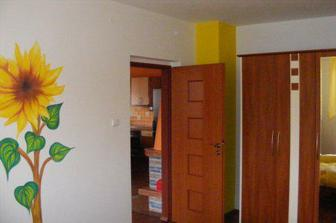 Slnečnica v spálni, maľovala som ju ja.
