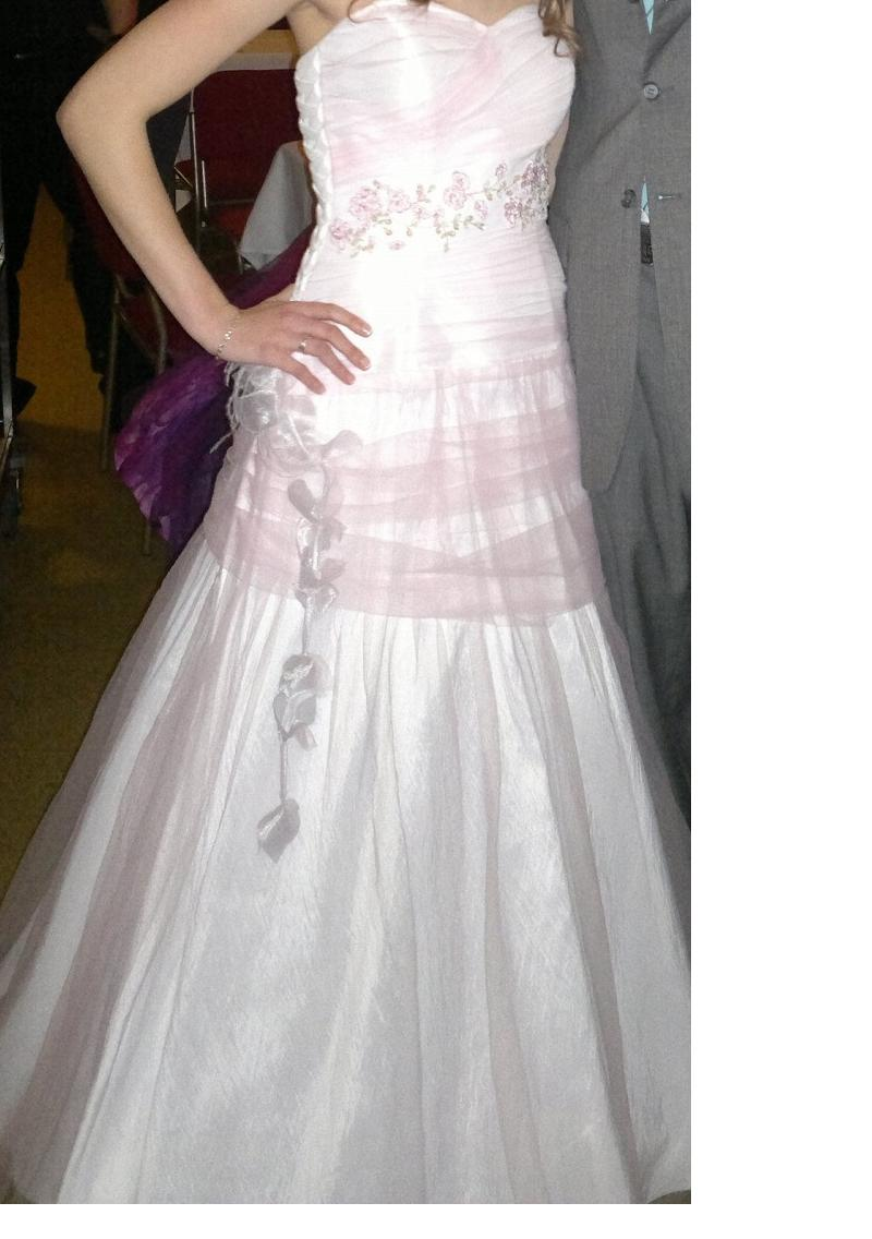 Netradičně svatební šaty - Obrázek č. 1